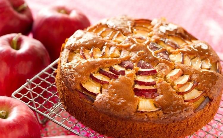 美味しい林檎をたっぷりとじこめた、「林檎のキャラメルケーキ」