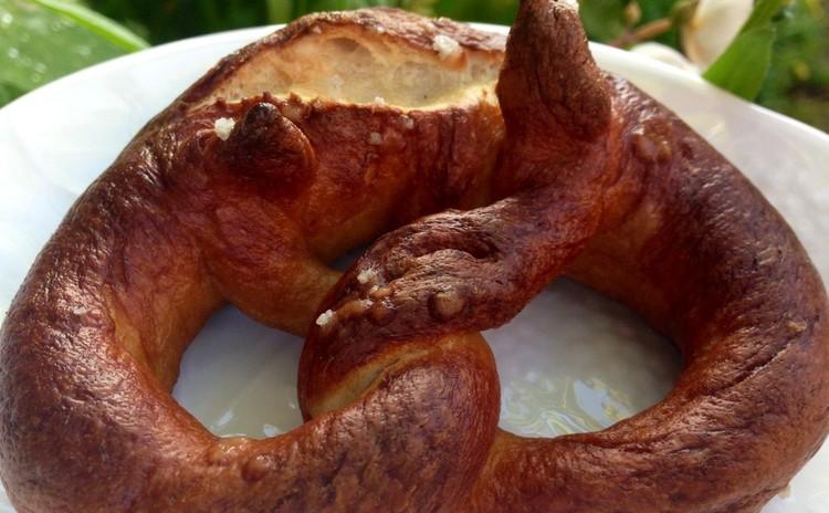 フランス海塩のプレッチェル&シナモンシュガーのプレッツェル!絶品です。