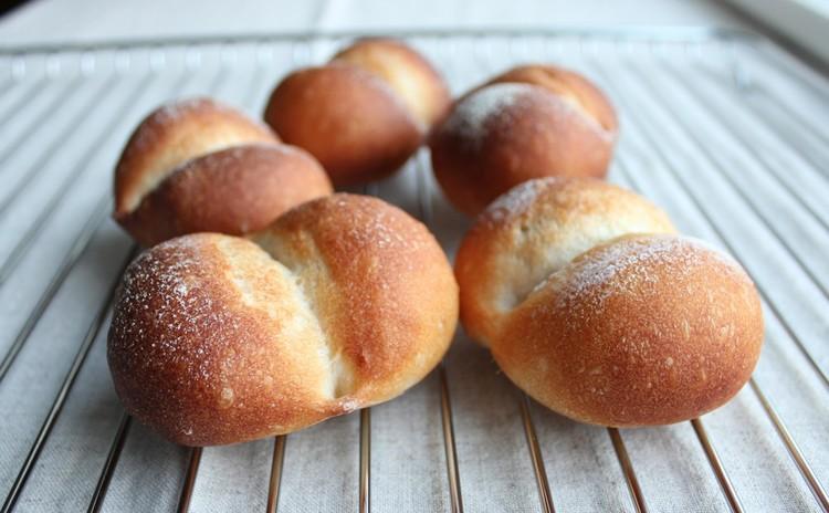 国産小麦「はるゆたか」とホシノ天然酵母で、基本プティパンとミニ山型パン