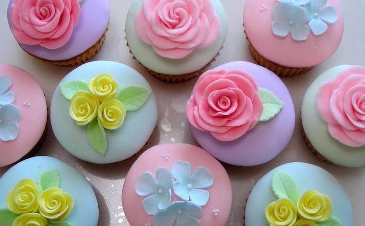 優雅なバラのカップケーキ