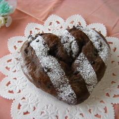 もうすぐバレンタイン☆ココア生地にチョコいっぱい~ハートパン☆おまけ付