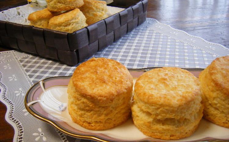 みんな大好き 串付きウインナーで巻き巻きウインナーパン☆&スコーン