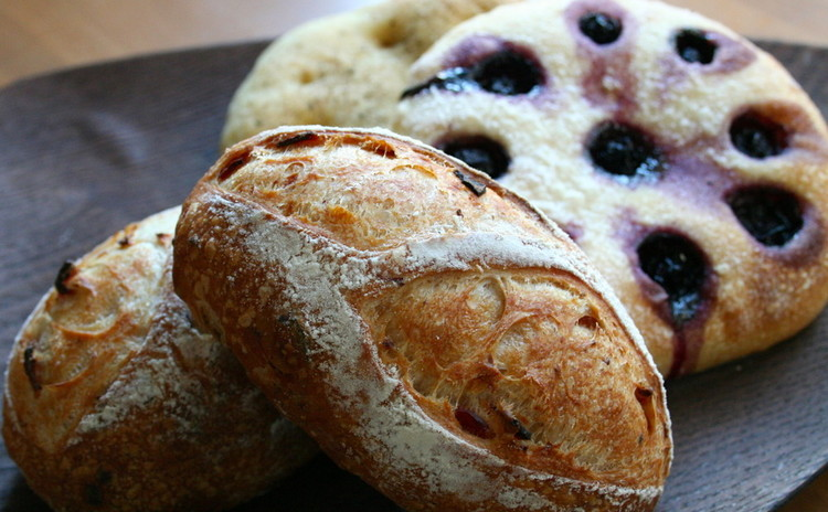 自家製酵母パン!ベーコンオニオンのハードパン&二種のフォカッチャ