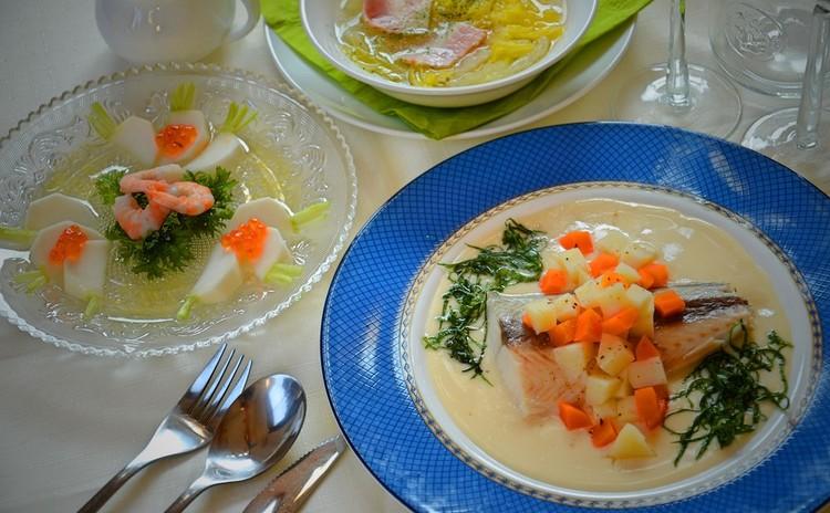 和食材と生クリームが出会ったら…鰆のしそ風味蒸し、かぶとイクラのサラダ