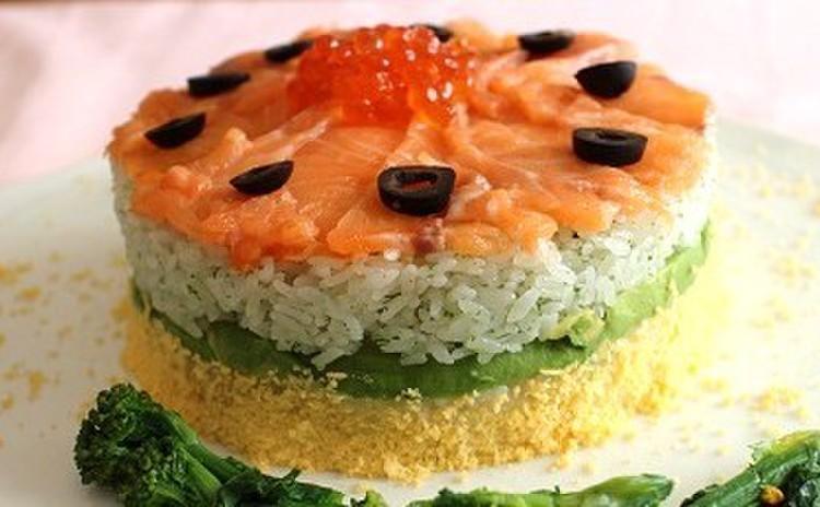 お祝いにサーモンのケーキ寿司&サーモン海老フライ&菜の花のウニ和え!