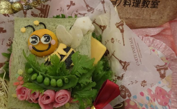 素早く可愛く、おかずにも悩まない蜜蜂のキャラサンドイッチ