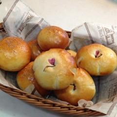初心者向け!簡単手ごねパン♪あんパン&桜あんパン