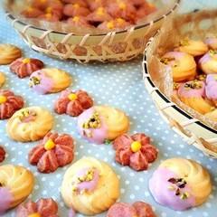 2種の春色の絞り出しクッキーで絞り出しをマスター。おもたせにもぴったり