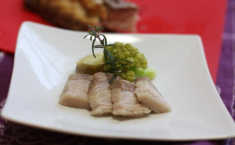 春のおもてなし料理 豪快豚肉の塩釜焼き ハーブ風味