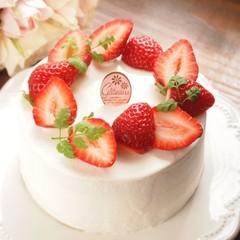 ふわふわスポンジで作るリース風♪苺のデコレーションケーキ