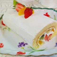 2種類のクリームで作るフルーツたっぷりロールケーキ&ガトーバスク