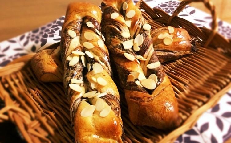 チョコツイストパンに旬のあさりと野菜たっぷりのクラムチャウダーを添えて