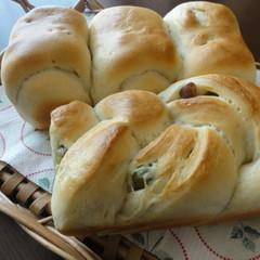 ランチ付♬豆乳を使った「お豆入り豆乳ミニ食パン」&大人気の「塩パン」