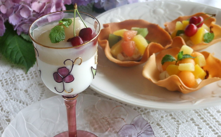 夏はひんやりデザート♪ライチジュレ・パンナコッタ&フルーツチューリップ
