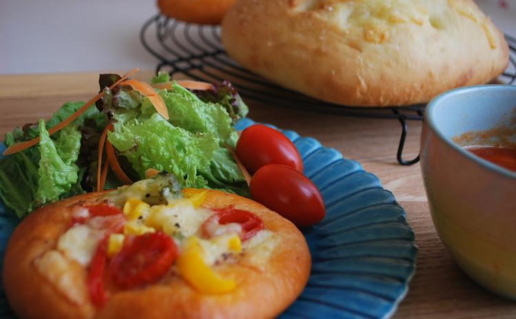 簡単・短時間で作ろう!【夏野菜のフォカッチャ】&【チーズフォカッチャ】