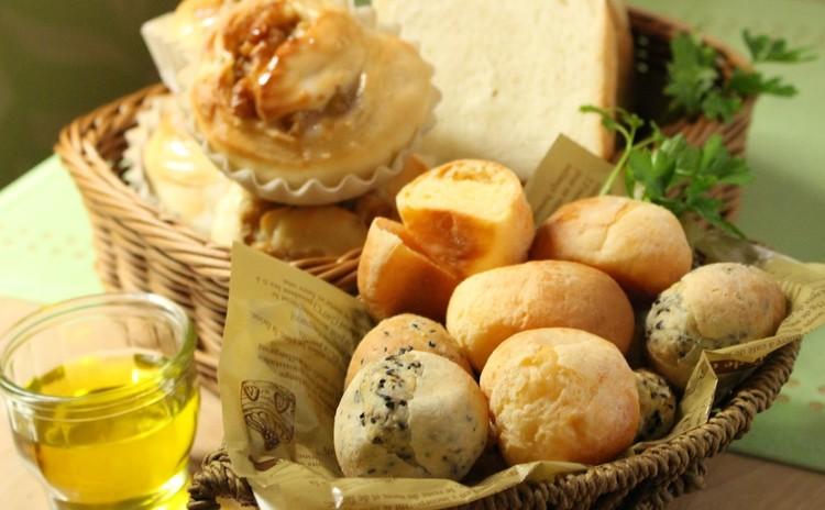 オリーブオイルで作れるパン①2種のポンデケージョ・食パン・ハニーレモン