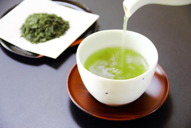 緑茶は「水出し」と「お湯出し」で体への効果が違った!