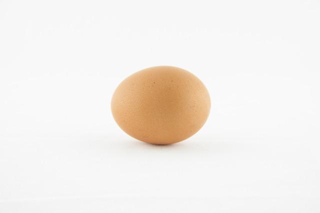 【もう転がらない】調理中に「卵」を置くときにはアレを使うべし!