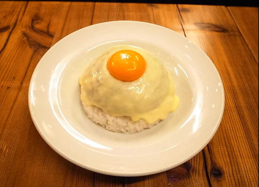 真っ白なドームの正体は「チーズキーマカレー」!話題の【MOKUBAZA】に行ってきた