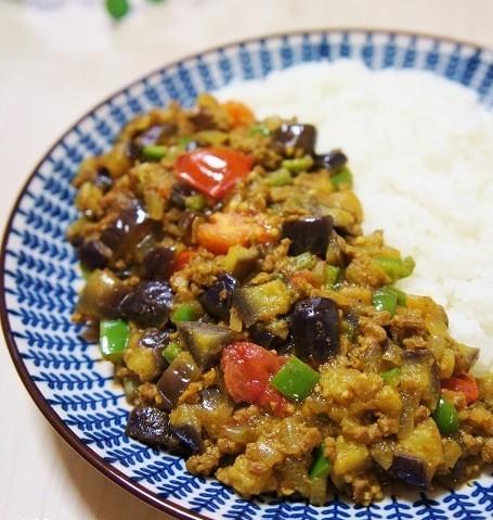 見た目も栄養もバッチリ!野菜がたっぷりとれる☆カラフルカレーの作り方~「MOCO'Sキッチン」より~