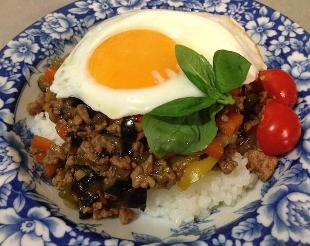 タイの人気屋台飯「ガパオライス」、夏のお昼ご飯にいかが?