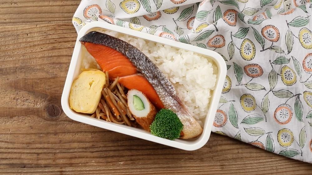【お弁当の詰め方】鮭の塩焼き弁当を上手に仕上げるには ...