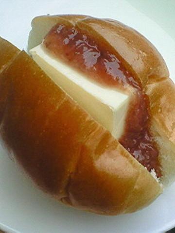 【あれを挟むだけ!】ロールパンで「チーズケーキ」気分を味わおう