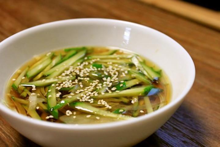 【火なしでOK】切って入れるだけ「きゅうりの冷製スープ」が旨すぎる〜!