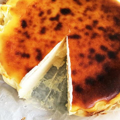 香ばしとろ〜り♪スペイン発の「バスクチーズケーキ」って知ってる?