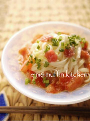 【タレは袋でモミモミ♪】さっぱり「潰しトマトうどん」が夏のランチに超便利