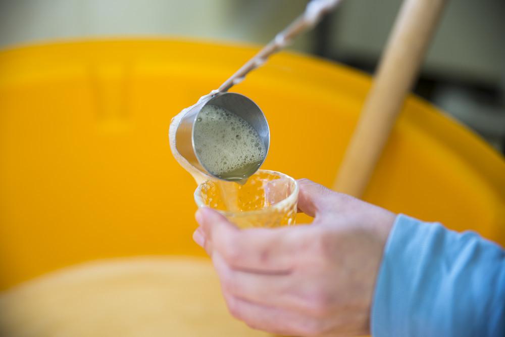 シチュー、肉じゃが、味噌汁にも!飲むだけじゃない「果実酢」の意外な活用法