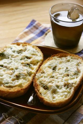 和風テイストがクセになる美味しさ☆「しらすチーズトースト」の朝食