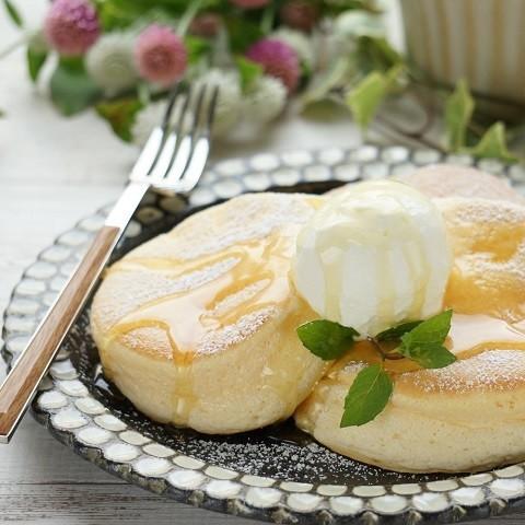 ポイントは卵白!お店みたいなふわシュワ「スフレパンケーキ」で幸せおやつタイム
