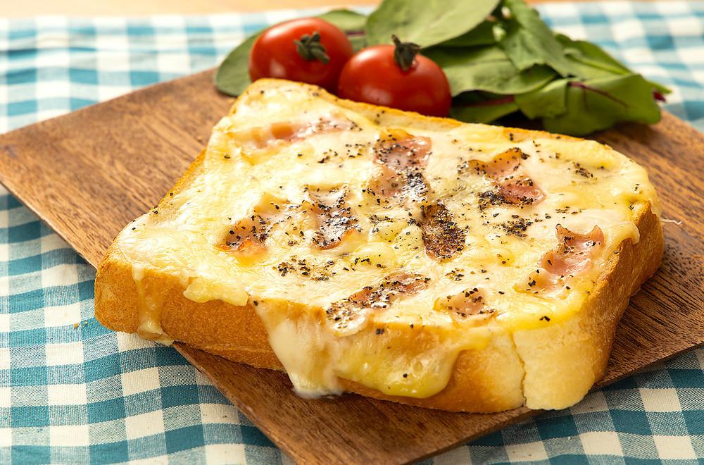 お腹大満足!忙しい朝でも簡単に作れる「トーストレシピ」6選