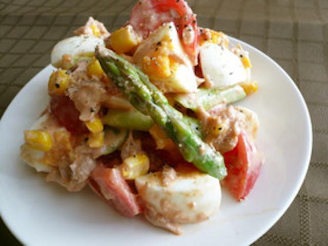 【簡単デリ風】食卓に春の彩り「アスパラのカラフルサラダ」5選