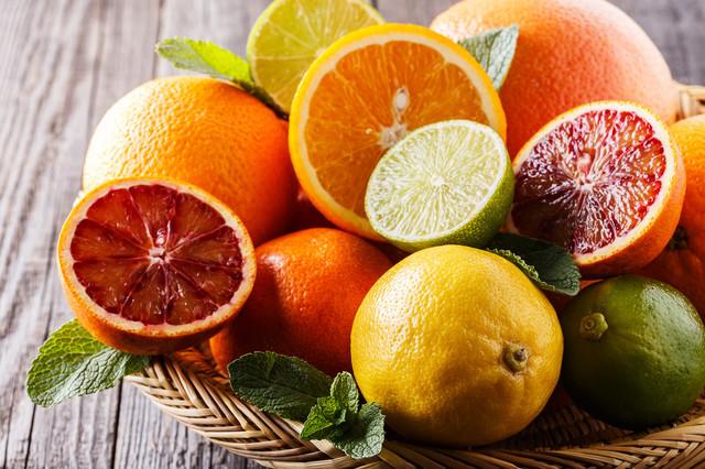 夏みかんや甘夏に◎「柑橘類の分厚い皮」はアノ道具で簡単にむける!