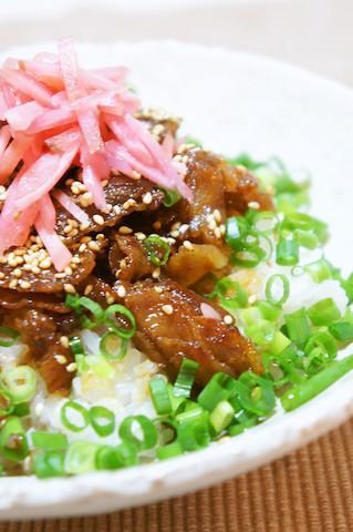 食感も楽しめる♪「カリカリ○○丼」でスピードランチが完成!