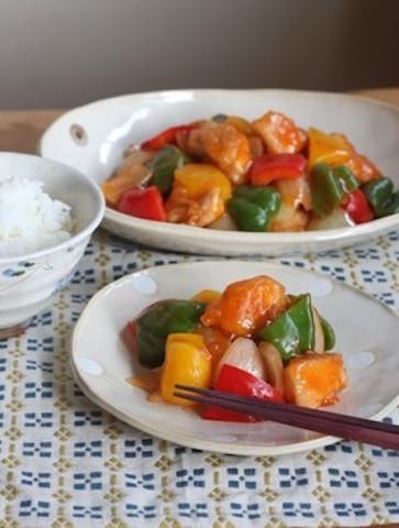 カラフル野菜と鶏むね肉で大満足♪「揚げない酢鶏」のヘルシー献立