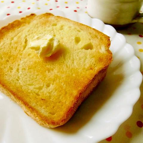 【明日の朝から試せる】バターやジャムと相性◎「塩トースト」がハマる美味しさ