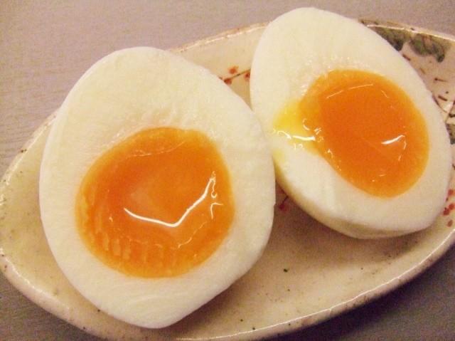【裏ワザ】スパッと簡単で気分爽快♪「半熟卵」の上手な切り方