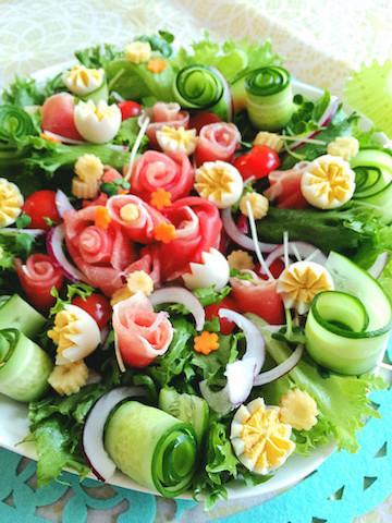 ちょっとしたひとワザで華やかに♪「サラダの盛り付け方」アイデア集