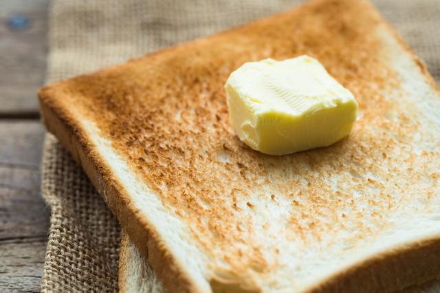【トースト裏ワザ】子どもに◎食パンが格段に「食べやすくなる」切り方