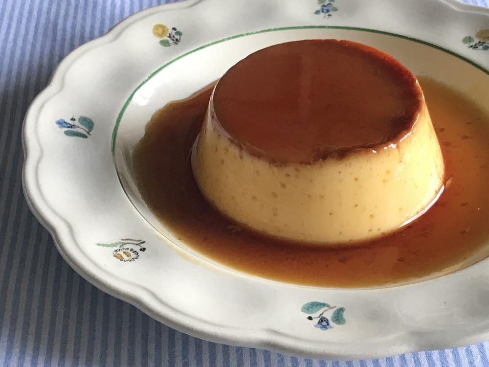 クラシカルな固め食感がたまらない!絶品「カスタードプリン」の作り方【材料4つで本当においしいお菓子 Vol.4】