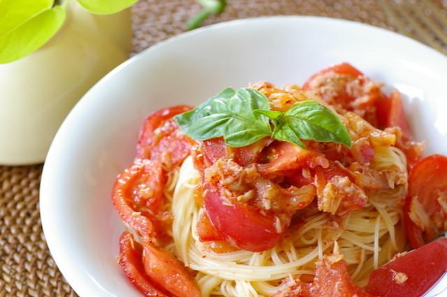 【リコピンたっぷり】パパっと簡単♪「トマト×1食材」で作れる冷たい麺レシピ5選