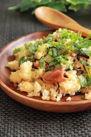 梅やお酢でさっぱり美味しい♪火を使わず作れる「レンチンご飯」3選