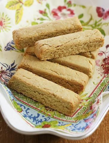 【飲むだけじゃない】サクほろ「プロテインクッキー」が筋トレ好きのおやつに◎