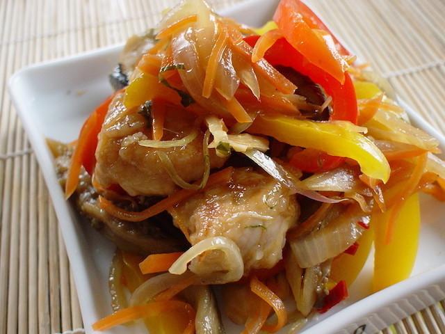 作りおきでさらに味しみ♪野菜たっぷり&揚げずにヘルシー「お肉の南蛮漬け」
