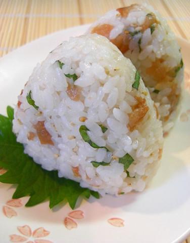 暑い夏の朝にぴったり☆「大葉おにぎり」がさっぱりして食べやすい