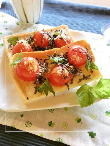 彩りも◎チーズのうまみがとろける「トマト×大葉トースト」が美味!