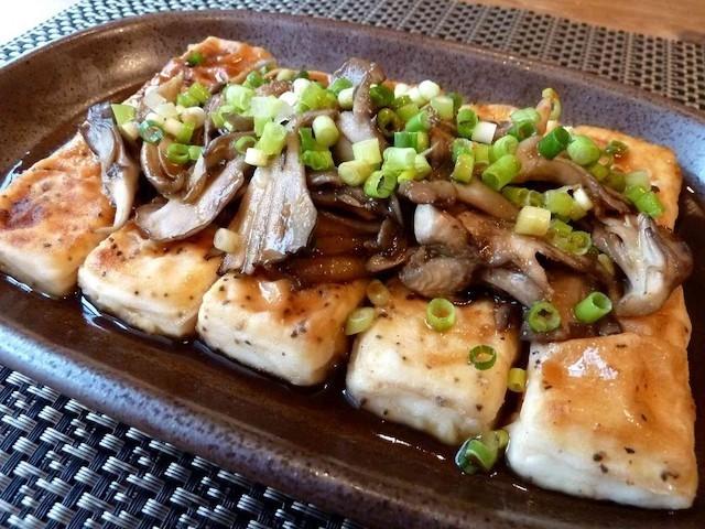 肉なしでも大満足♪バタポン味が食欲をそそる「豆腐ステーキ」でヘルシー献立